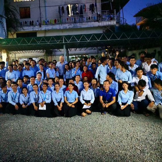 Une télé pour les étudiants d'Enfants du Mekong à Phnom-Penh